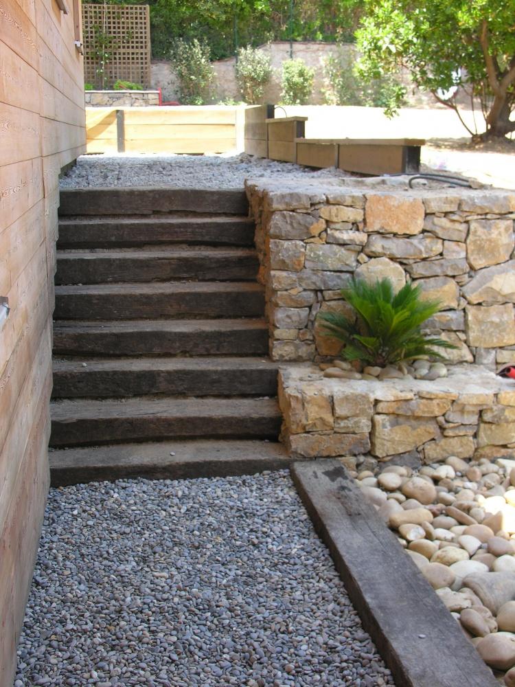 Paysagiste natura paysages arcs les for Escalier en bois jardin